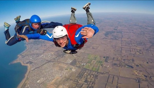 100% pure adrenalin guaranteed… become a qualified skydiver and enjoy a life of incredible fun. Australian Skydive takes people with no experience through all levels to become competent and qualified skydivers.
